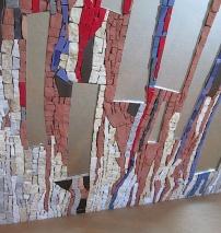 frammenti di specchio e tessere di marmo/smalti di Murano