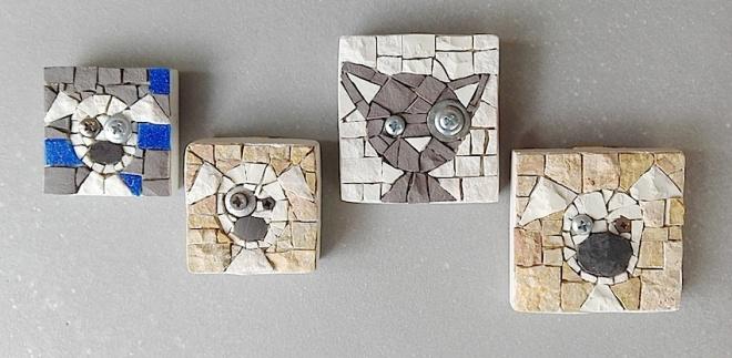 Cagnolini e gattino, piccoli mosaici