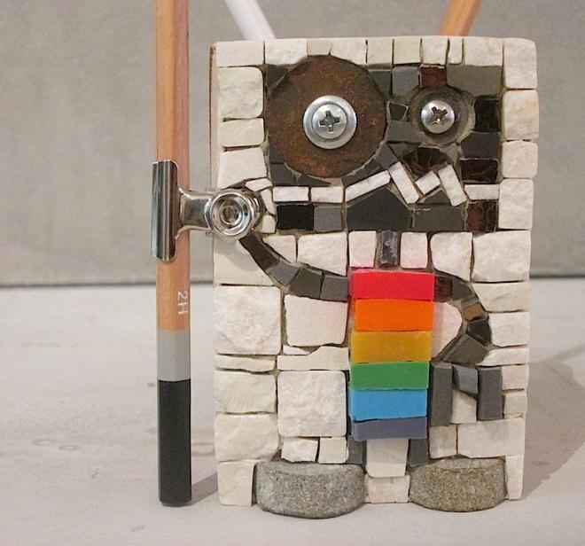Rainbow penholder, detail