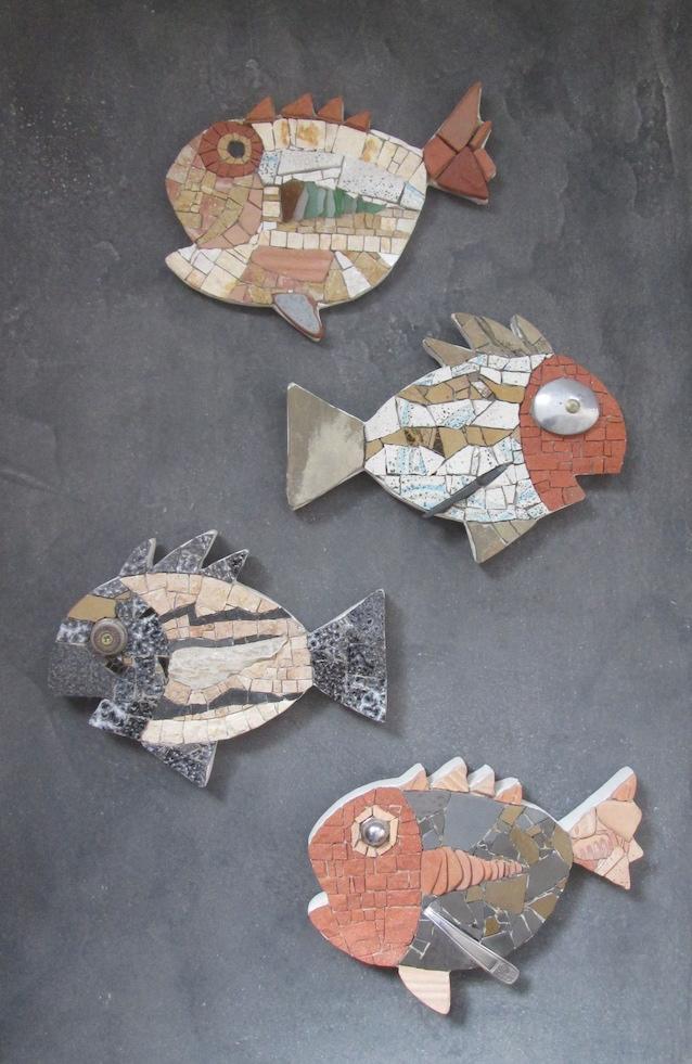 Mosaic fish, pesci a mosaico realizzati con pietre naturali e materiali di recupero